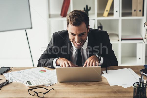 бизнесмен рабочих ноутбука смешные маньяк лице Сток-фото © LightFieldStudios