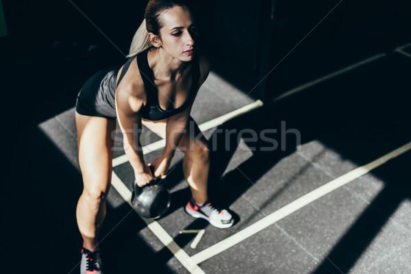 Sportoló emel felfelé kettlebell sportos testmozgás Stock fotó © LightFieldStudios