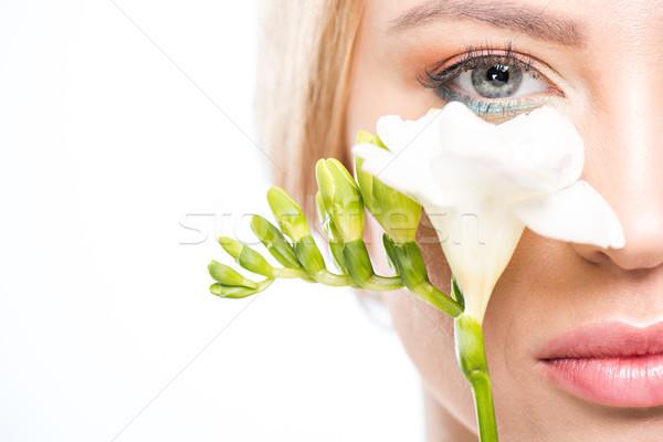 Foto d'archivio: Primo · piano · view · elegante · donna · bionda · fiore · bianco