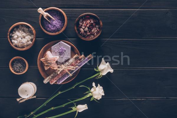 Trattamento termale bianco rose legno superficie sfondo Foto d'archivio © LightFieldStudios
