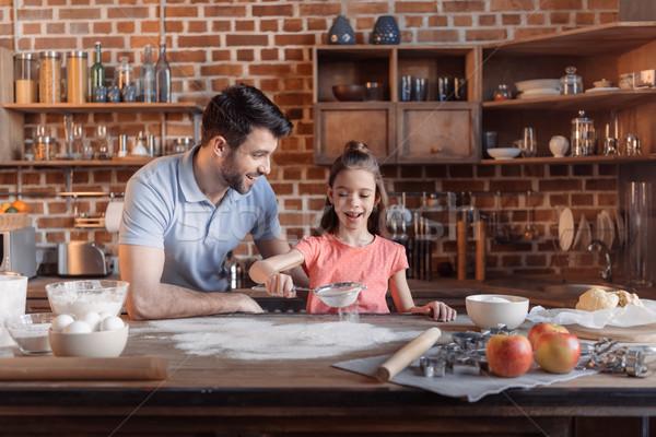 счастливым отец дочь мучной Cookies Сток-фото © LightFieldStudios