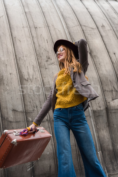 Meisje vintage koffer aantrekkelijk stijlvol Stockfoto © LightFieldStudios
