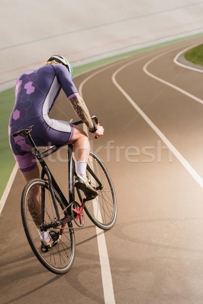 Bisikletçi binicilik bisiklet devir yarış pisti arkadan görünüm Stok fotoğraf © LightFieldStudios