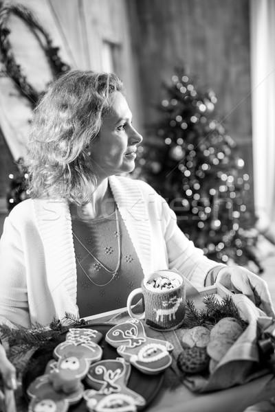 Stockfoto: Vrouw · dienblad · christmas · cookies · glimlachende · vrouw