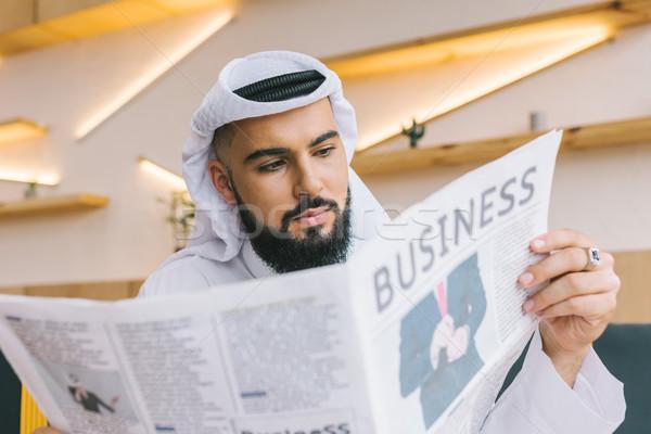 Stockfoto: Lezing · krant · shot · ernstig · moslim