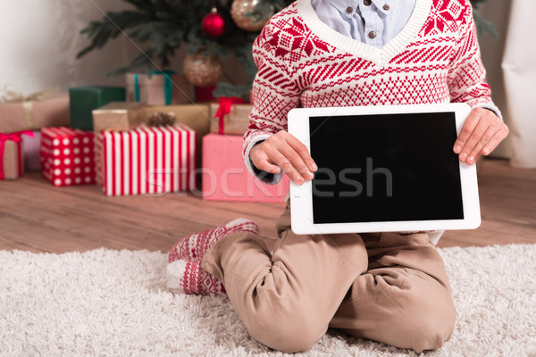Jongen tablet kerstboom shot vergadering Stockfoto © LightFieldStudios