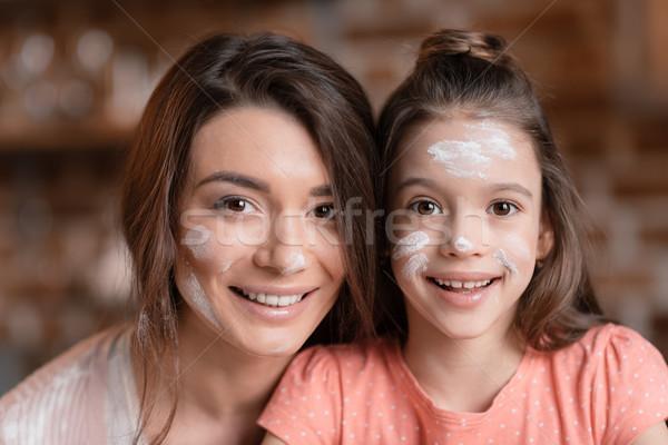 счастливым матери дочь мучной лицах улыбаясь Сток-фото © LightFieldStudios
