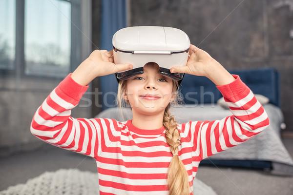 Stok fotoğraf: Kız · sanal · gerçeklik · kulaklık · gülen · sevimli