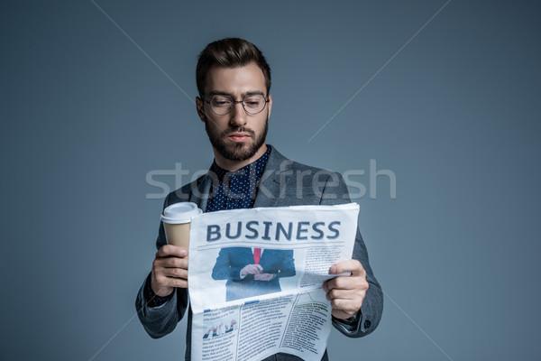 üzletember olvas újság fiatal öltöny szemüveg Stock fotó © LightFieldStudios
