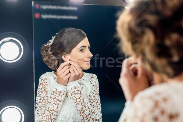 Mulher brincos espelho reflexão belo Foto stock © LightFieldStudios