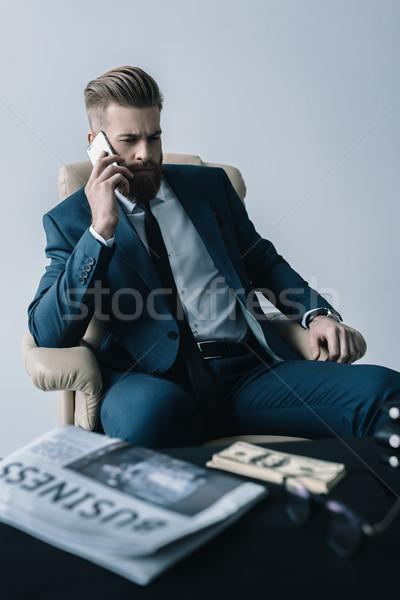 Portret gericht zakenman praten smartphone grijs Stockfoto © LightFieldStudios