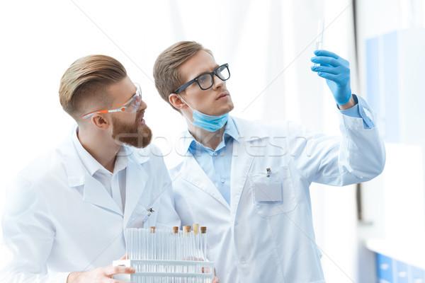 Jonge mannen bril naar reageerbuis laboratorium werken Stockfoto © LightFieldStudios