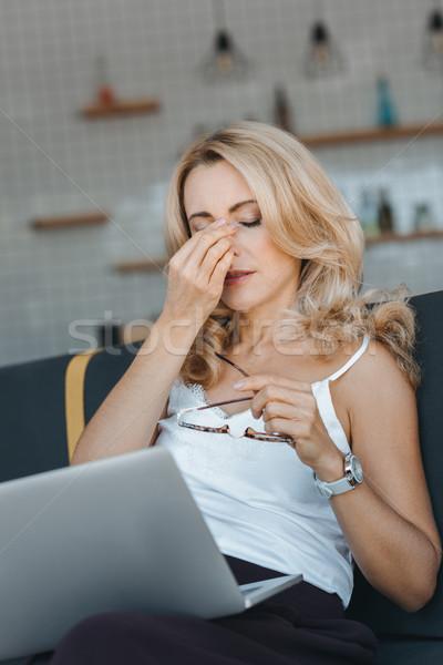 Kadın dizüstü bilgisayar kullanıyorsanız yorgun orta yaşlı işkadını Stok fotoğraf © LightFieldStudios