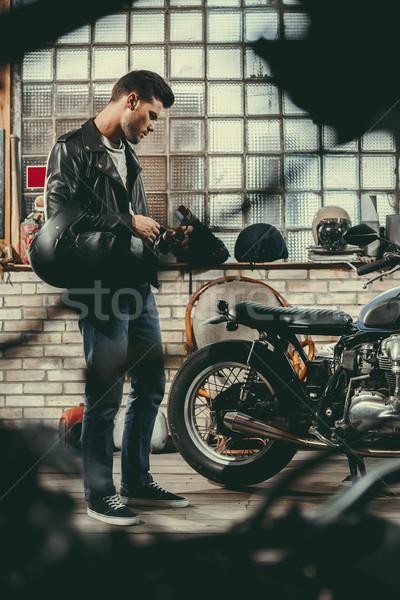 Biker Motorrad Workshop jungen gut aussehend schwarz Stock foto © LightFieldStudios