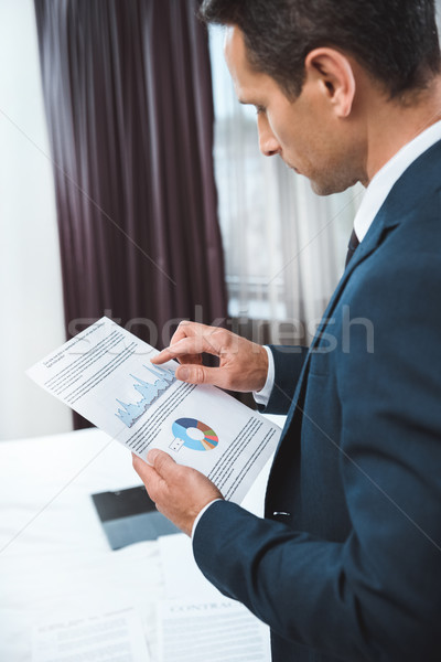 ビジネスマン 読む 書類 小さな スーツ ストックフォト © LightFieldStudios