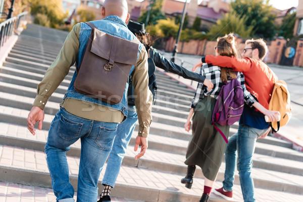 Multiculturale amici piedi strada vista posteriore insieme Foto d'archivio © LightFieldStudios