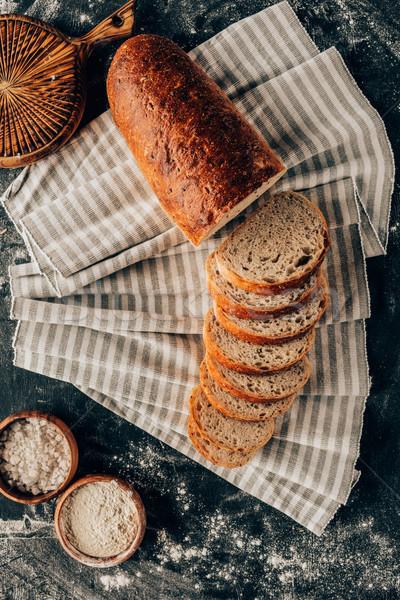 Peças pão farinha escuro Foto stock © LightFieldStudios