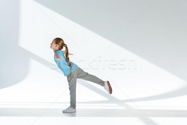 Widok z boku szczęśliwy dziewczynka odzież sportowa dziecko Zdjęcia stock © LightFieldStudios
