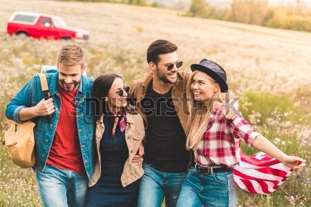 Foto stock: Multicultural · amigos · bebidas · vista · lateral · feliz · mulheres