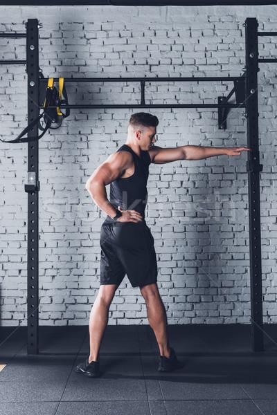 Man opleiding jonge man sportkleding gymnasium Stockfoto © LightFieldStudios