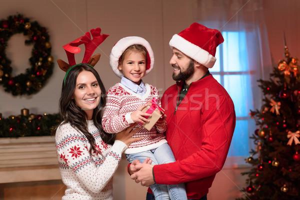 Família feliz natal apresentar Foto stock © LightFieldStudios