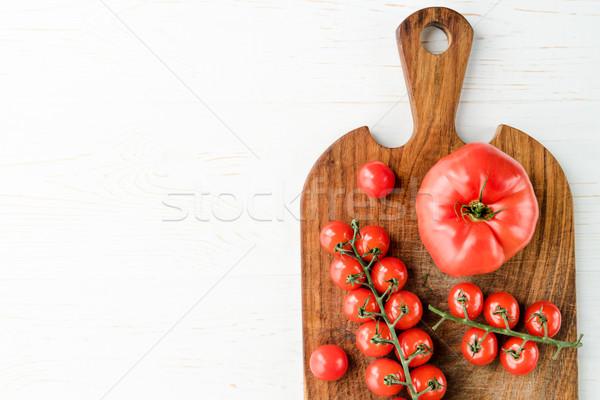 Tomates tabla de cortar superior vista frescos sabroso Foto stock © LightFieldStudios