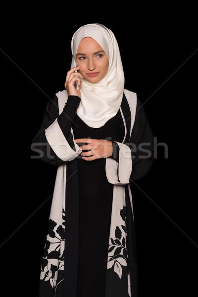 Muszlim nő beszél telefon hagyományos öltözék izolált Stock fotó © LightFieldStudios