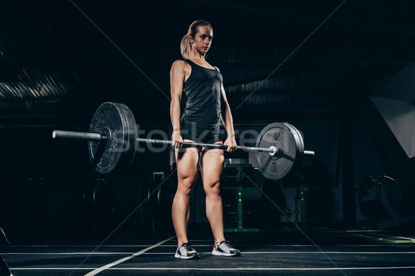 Sportsmenka młodych sztanga wagi Zdjęcia stock © LightFieldStudios