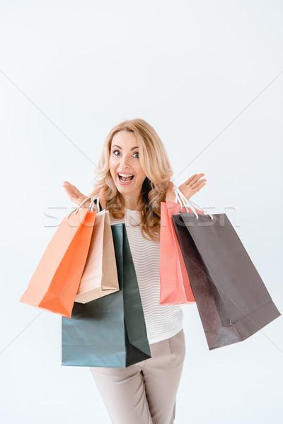 Meglepődött szőke nő tart bevásárlótáskák néz kamera Stock fotó © LightFieldStudios