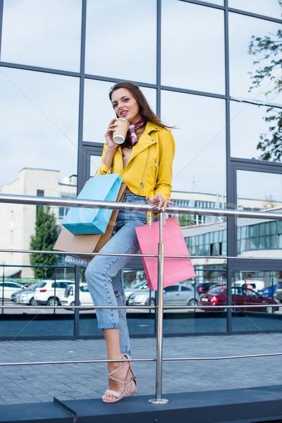 Lány bevásárlótáskák gyönyörű fiatal nő iszik kávé Stock fotó © LightFieldStudios