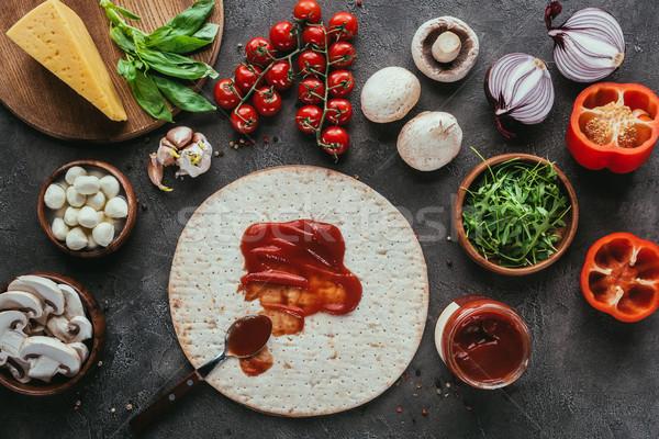 Top мнение пиццы кетчуп различный овощей Сток-фото © LightFieldStudios