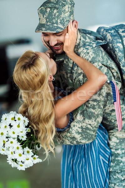 żona spotkanie żołnierz lotniska mąż Zdjęcia stock © LightFieldStudios