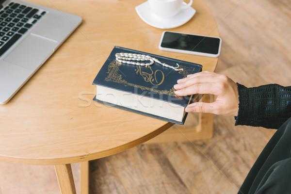 Müslüman kadın kitap atış dijital Stok fotoğraf © LightFieldStudios