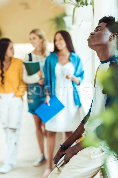 Moe afro-amerikaanse student vergadering vensterbank groep Stockfoto © LightFieldStudios
