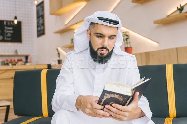 Muçulmano homem leitura restaurante café Foto stock © LightFieldStudios