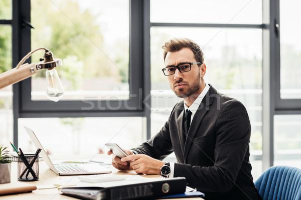 ストックフォト: ビジネスマン · スマートフォン · 小さな · 職場 · ビジネス · オフィス