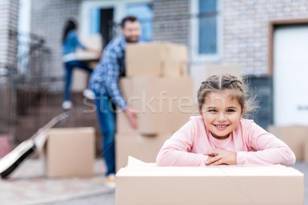 Lány kartondoboz imádnivaló kislány szülők mozog Stock fotó © LightFieldStudios