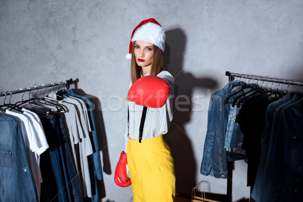 Lány boxkesztyűk butik gyönyörű lány mikulás kalap Stock fotó © LightFieldStudios