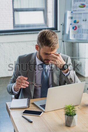 Zdenerwowany biznesmen widok z boku posiedzenia tabeli biuro Zdjęcia stock © LightFieldStudios