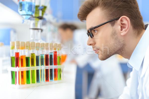 Oldalnézet férfi tudós szemüveg néz teszt Stock fotó © LightFieldStudios