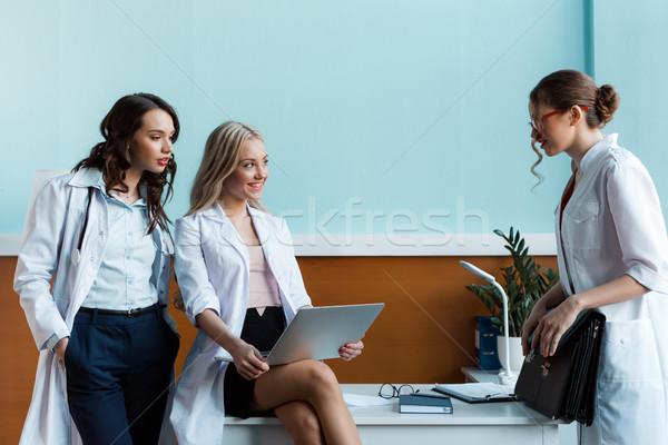 врач портфель коллеги используя ноутбук месте Сток-фото © LightFieldStudios