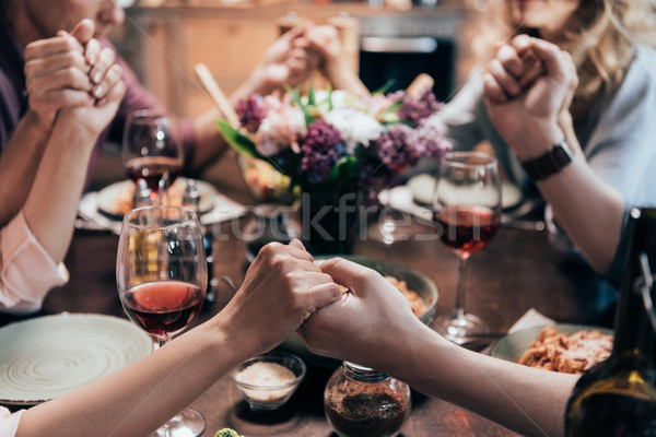 Pessoas oração jantar ver de mãos dadas Foto stock © LightFieldStudios