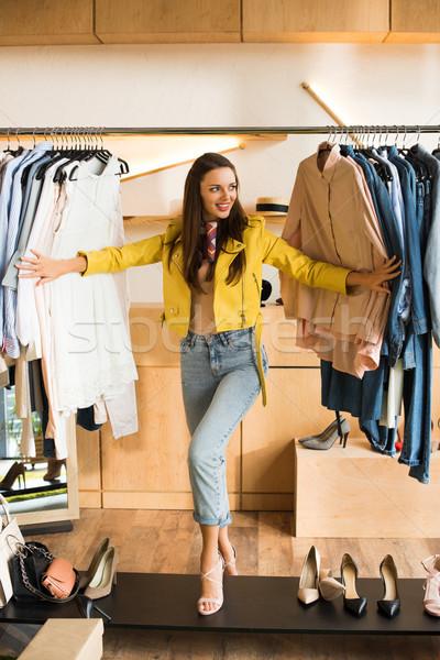 Fiatal nő választ ruházat butik gyönyörű mosolyog Stock fotó © LightFieldStudios