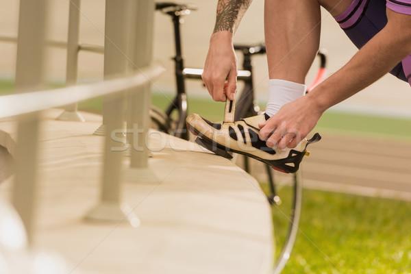спортсмен обуви мнение верховая езда велосипед рук Сток-фото © LightFieldStudios