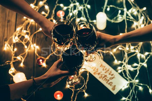 Gruppe Menschen Weingläser erschossen vier Personen Gläser Rotwein Stock foto © LightFieldStudios