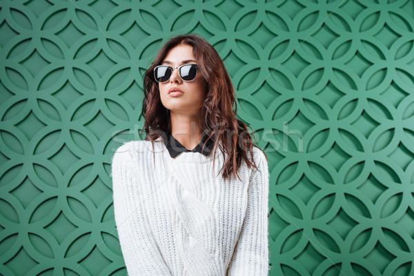 女子 毛線衣 墨鏡 肖像 白 商業照片 © LightFieldStudios