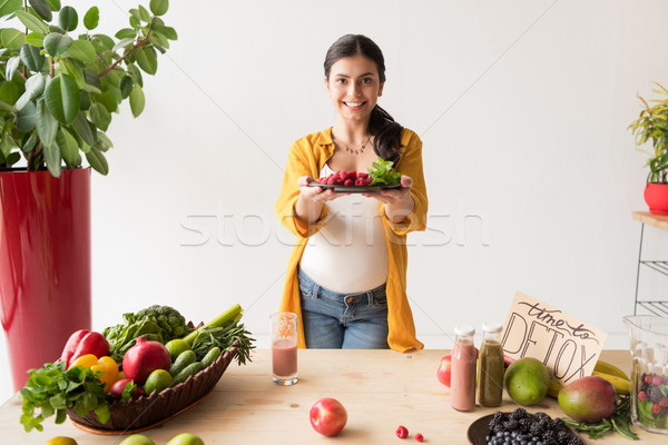 ストックフォト: 妊婦 · 自然食品 · 肖像 · プレート · 食品