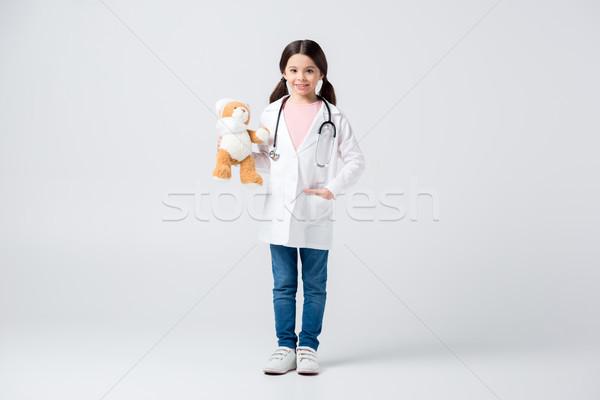 Meisje spelen arts uniform teddybeer Stockfoto © LightFieldStudios