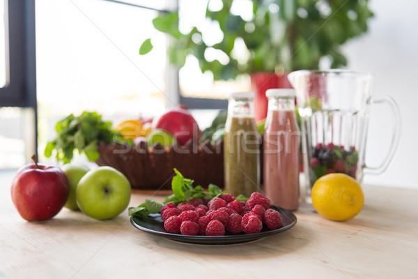 Detoxikáló italok egészséges étel közelkép kilátás asztal Stock fotó © LightFieldStudios