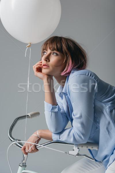 ストックフォト: 魅力的な女の子 · 自転車 · 魅力的な · 夢のような · 少女 · 座って